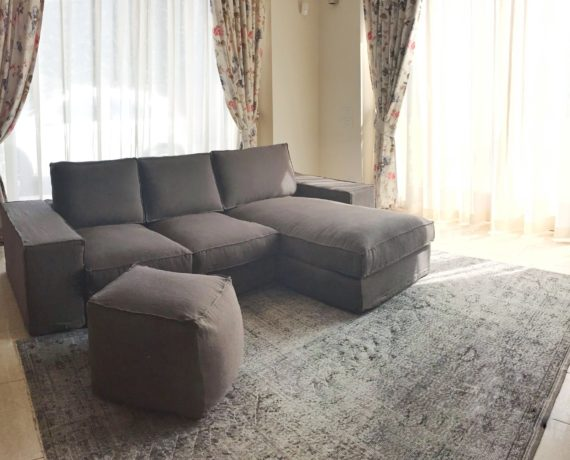 Divano, tende, sedie e cuscini