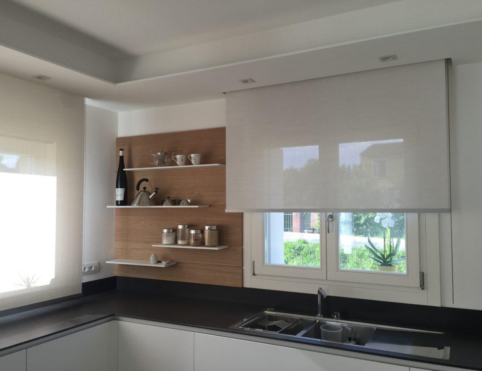 Atelier veneto tende rullo per cucina - Tende moderne cucina ...